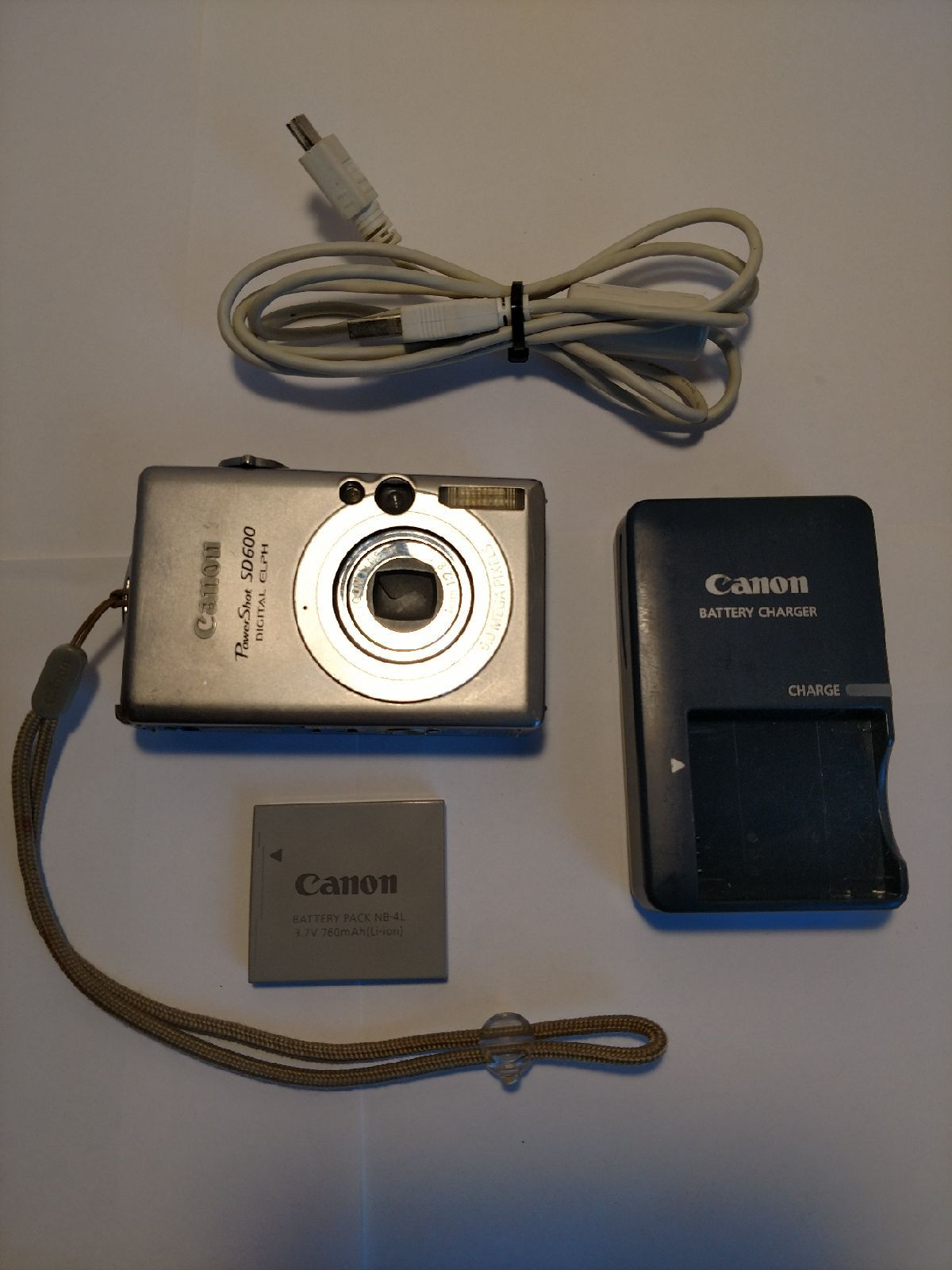 Canon Powershot Sd600 Digital Elph 6 Megapixel Compact Camera Includes Battery Charger And Case Logic Case Canon Battery Compact Camera Battery Charger