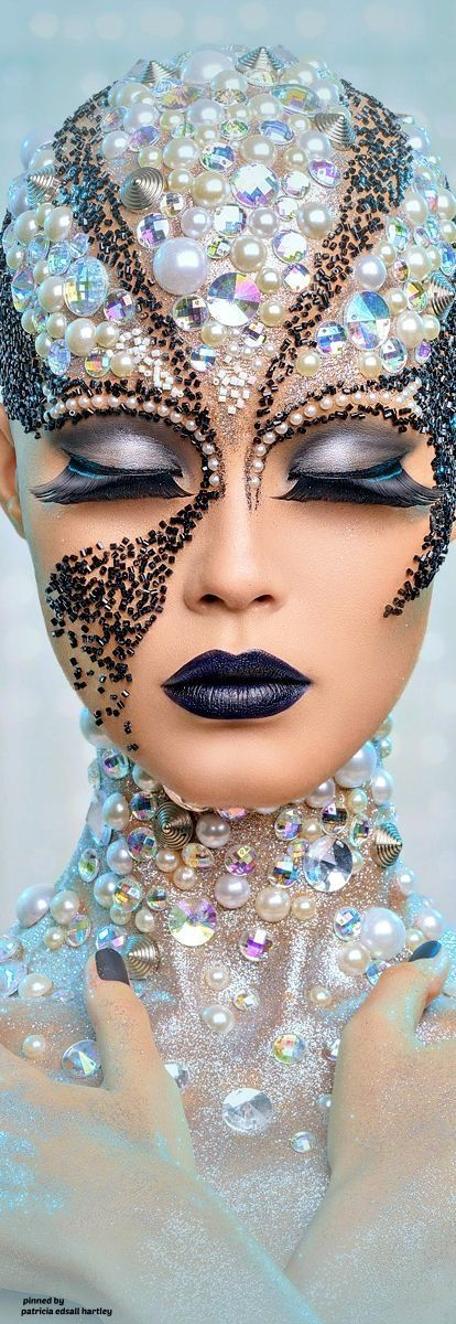 Beautiful high fashion Make Up avante garde