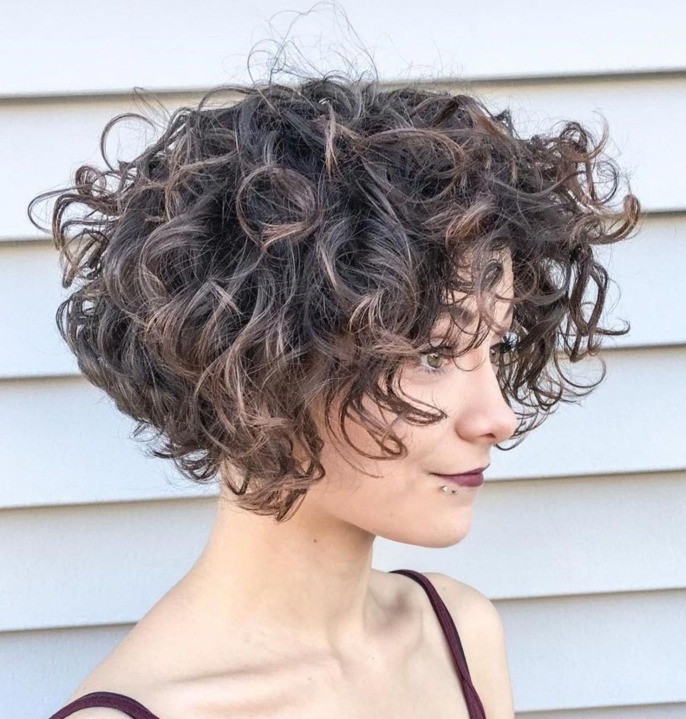 Jaw Length Curly Messy Bob Curlyhaircut Short Wavy Hair Curly Hair Styles Hair Styles