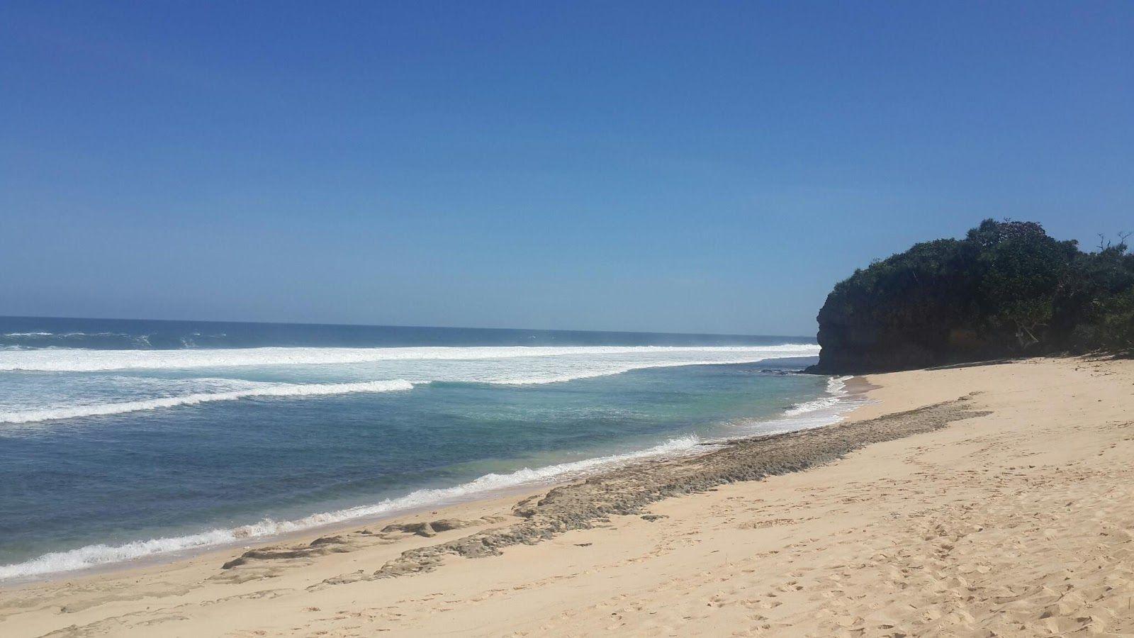 Pantai Ngudel Pantai Anti Mainstream Di Malang Jawa Timur Informasi Dan Foto Berbagai Tempat Wisata Di Indonesia Bepergian Pantai Tempat
