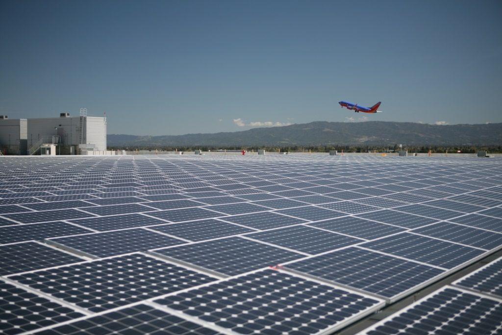 El Aeropuerto Que Opera Exclusivamente Con Energia Solar Energia Renovable Aeropuertos