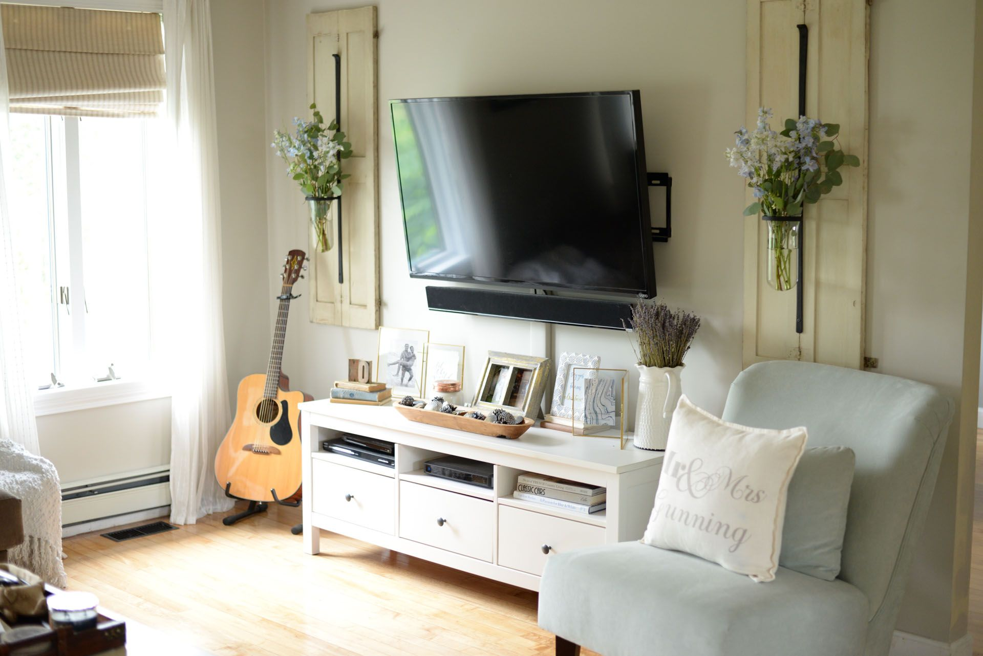 How to decorate around your tv like a pro bedroom tv - Hanging tv on wall ideas ...
