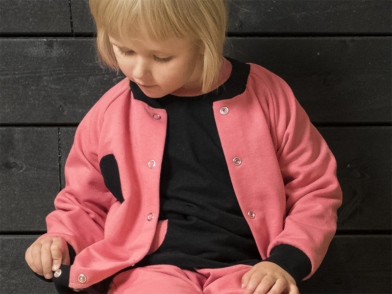 Hoi! bomberjacket, itse tehty ja uniikki lastenvaate. | HiopShop #sewingforkids #easysewing #sewingtutorials #easypatterns #diy #sustainablefashion #ethicalfashion #finnishdesign