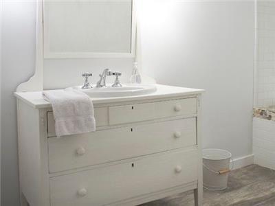 Dresser/sink!