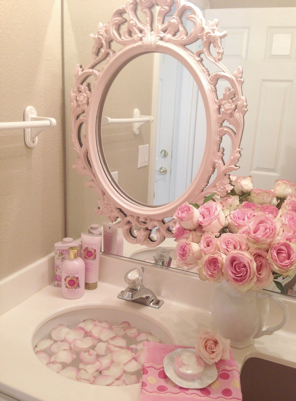 Pink roses shabby cottage chic room decor romantic home for Toilet room decor