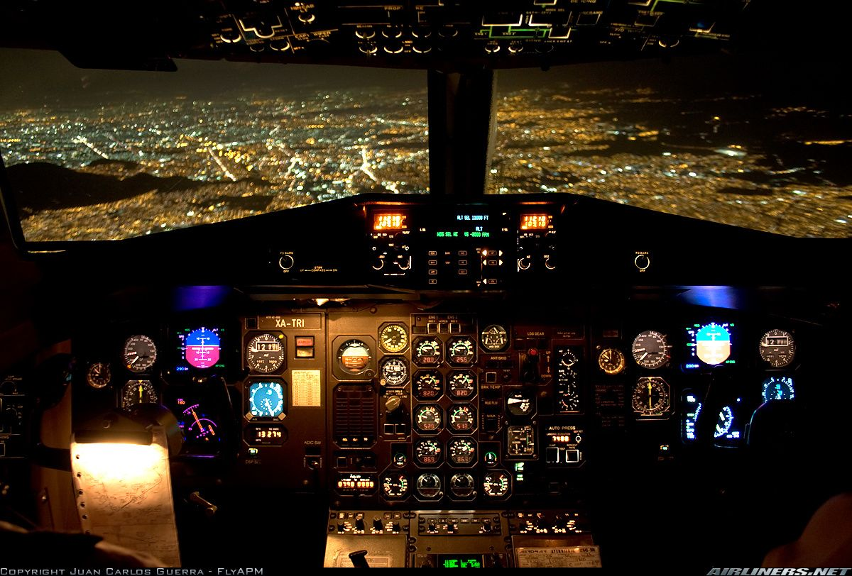 Night Flight Atr Atr 42 500 Cockpit View Voitures Et Motos