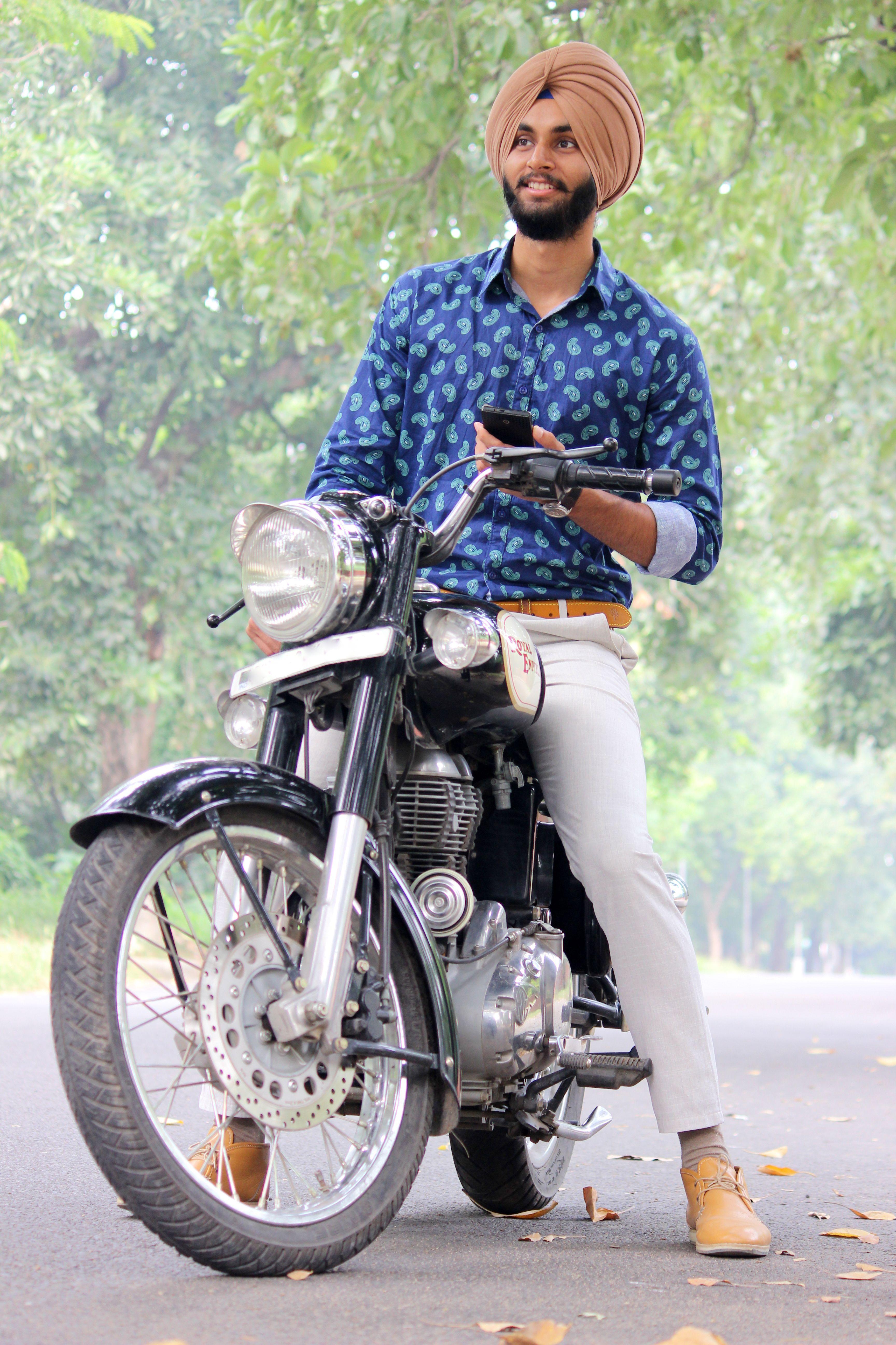 mensfashion menswear street style mens urban sardar turban Sikh Singh Pagg turban blueshirt whitepants brownturban