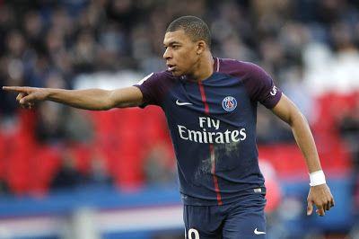 Fútbol: Mbappé anota dos y PSG le gana a Angers en Francia