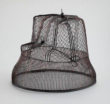 바둑탕건 (Go tanggeon) 바둑무늬의 탕건으로 남자들이 갓을 쓸 때 받쳐쓰는 모자의 일종으로 사모나 갓대신 평상시 집안에서 쓴다.