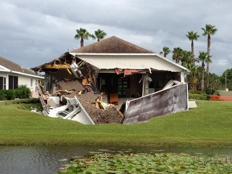 Sinkhole Destroys Home In Hudson With Images Natural Disasters