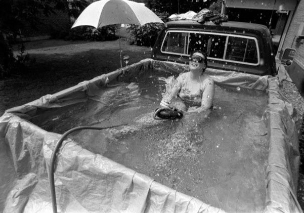 A Swimming Pool In A Truck Bed Summer Hacks Summer Life Hacks Summer