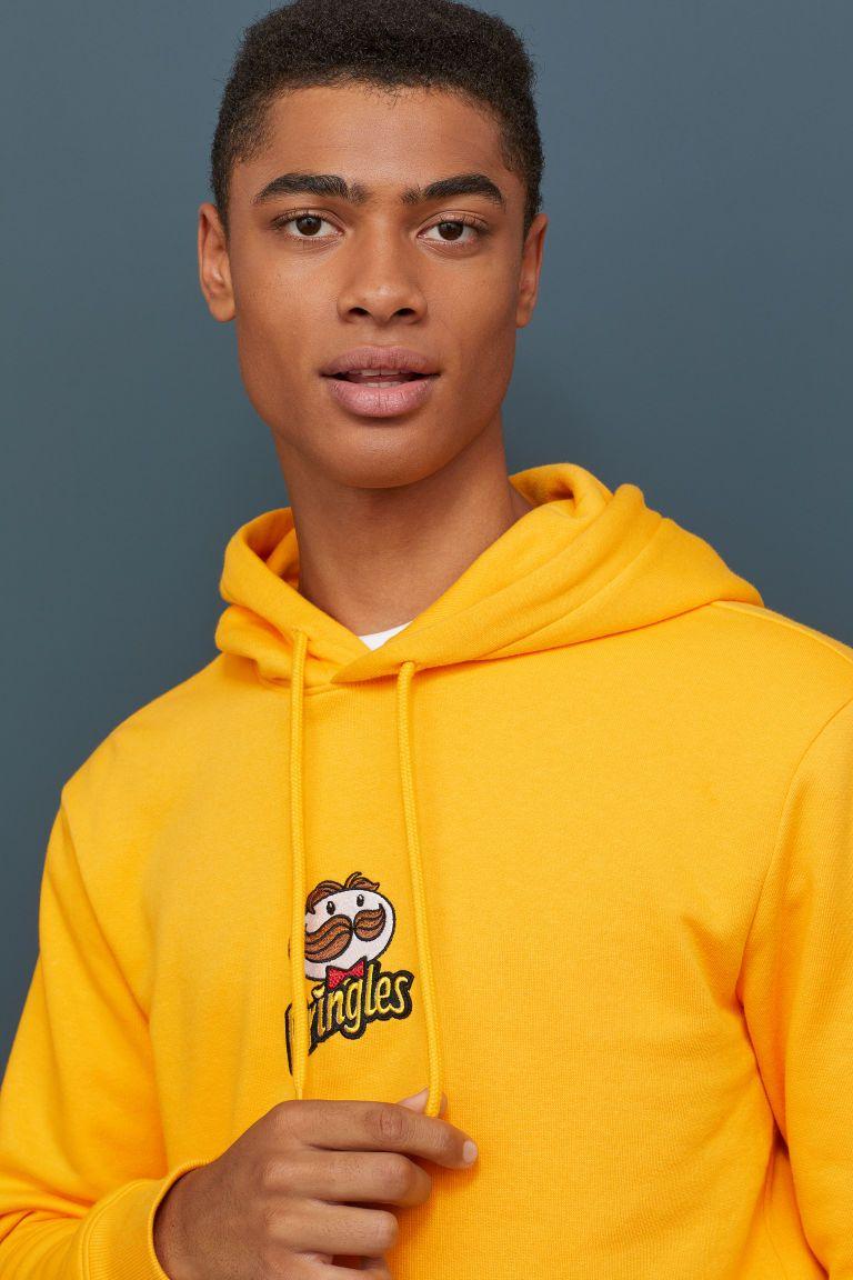 Printed Hooded Top Yellow Pringles Men H M Gb Hoodies Printed Hooded Sweatshirt Yellow Hoodie [ 1152 x 768 Pixel ]
