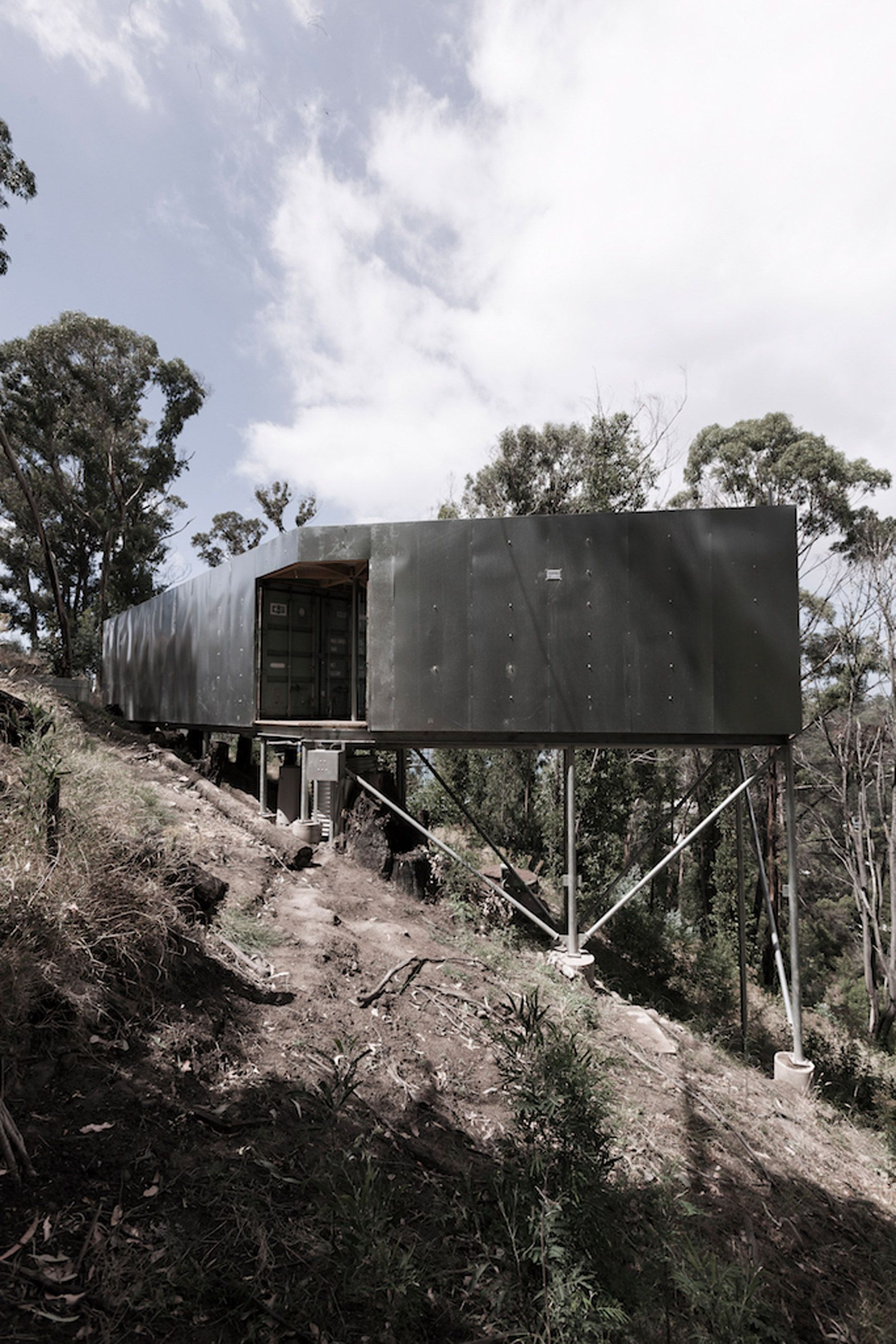 Studio Edwards Has Used Shipping Containers To Build A Getaway On  # Weinstein Muebles Esperanza