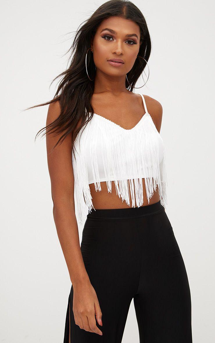 f9f04f9b22d3dc Top court blanc à pompons | Vêtement en 2019 | Crop top blanc, Top ...
