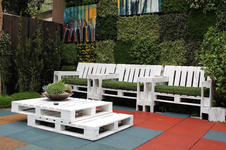 ideas para hacer muebles caseros y reciclando palets - Terraza Con Palets