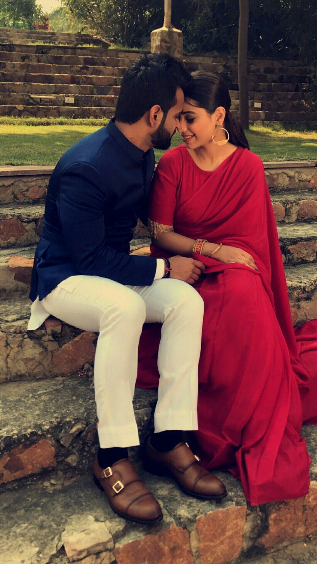 Pin By Navpreet Kaur Gill On Beautiful Couples Couples Photoshoot Indian Wedding Photography Poses Romantic Couple Images