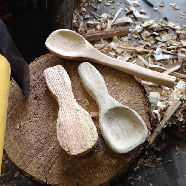 On tap today a couple of mini's oak and sassafras  and a little more progress on the bigger oak spoon. #bushcraft #spoon #spoons #spooncarving #spooncarver #spoon #woodart #woodshop #woodworking #wood #woodcarving #woodshop #woodworker #woodwork #wood de jeret3886