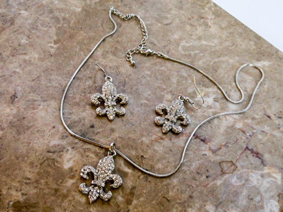 Vintage Silver Fleur De Lis Necklace 2 Pair Of Earrings Demi