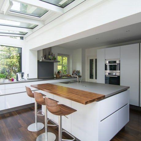 Diese intuo küche präsentiert sich durch anbau eines wintergartens großzügig und lichtdurchflutet und bietet platz für