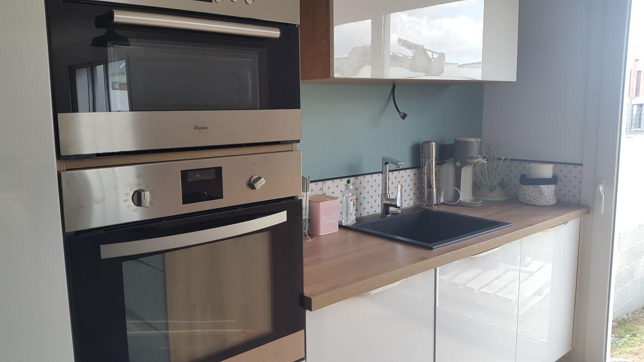 cuisine 12m2 cuisine mur vert cotes d 39 armor 22 avril 2017 am nagement cuisine. Black Bedroom Furniture Sets. Home Design Ideas