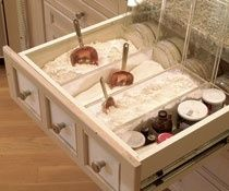 I would love to have a baking drawer like this instead of containers on the counter!