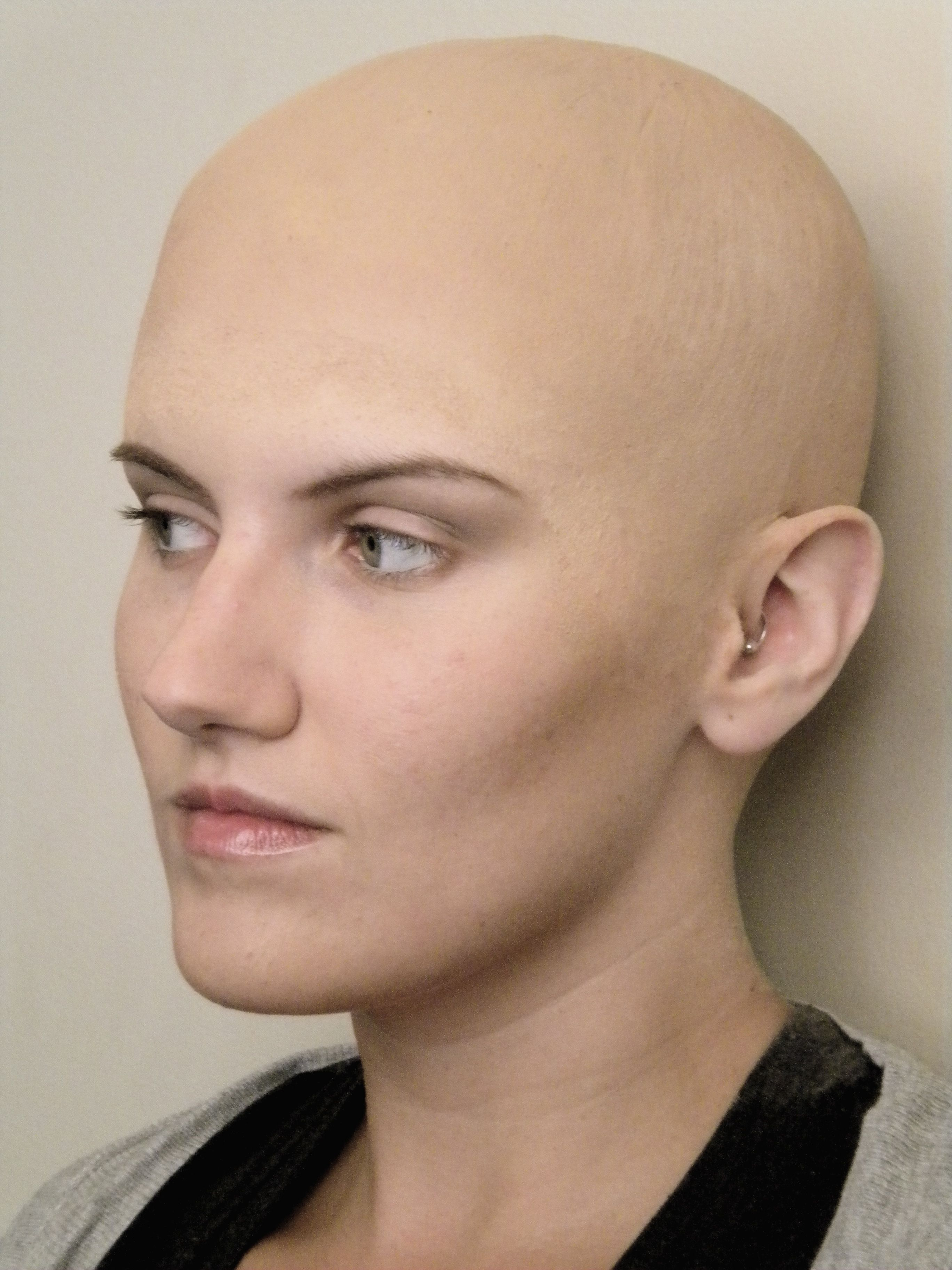 girl-bush-head-shaved-swinger-club