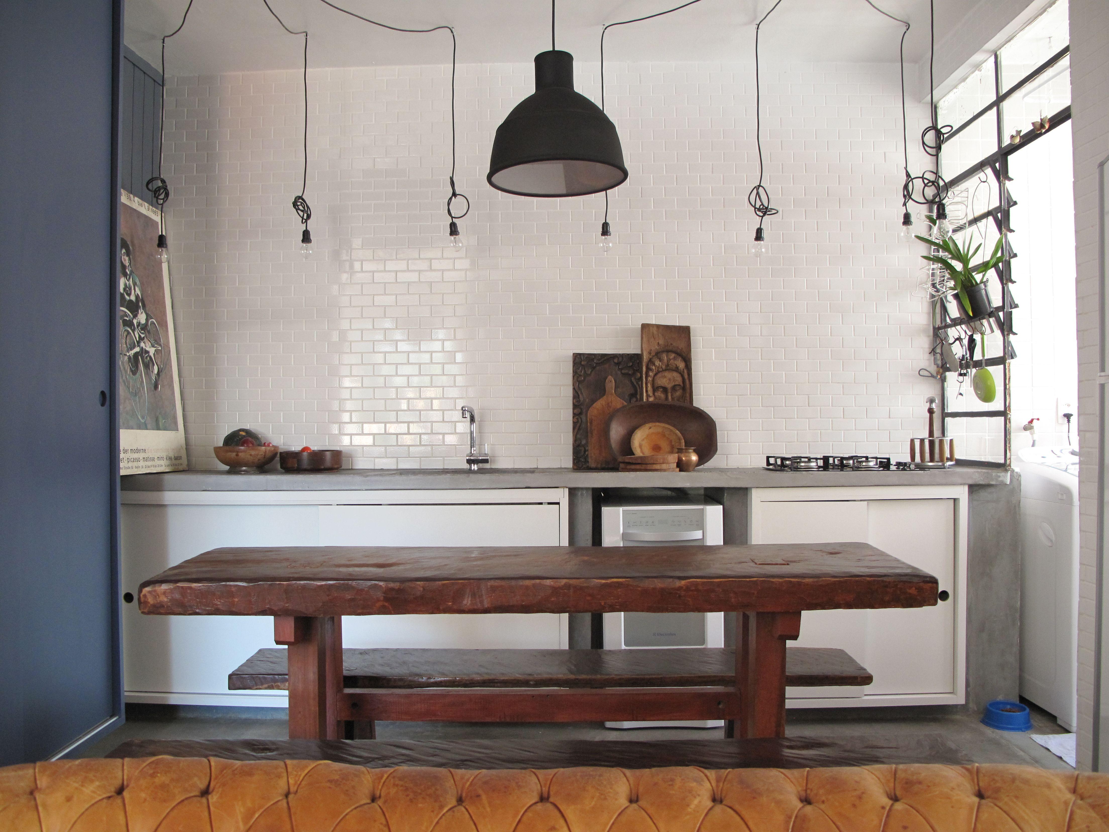 Kitchen Cozinha Com Armario E Painel Azul Mineral Mesa Tcouto