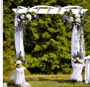 Trellis Designs For Outside Weddings Making Our Way To The Altar Wedding Trellis Decoration Wedding Arch Flowers Wedding Arch