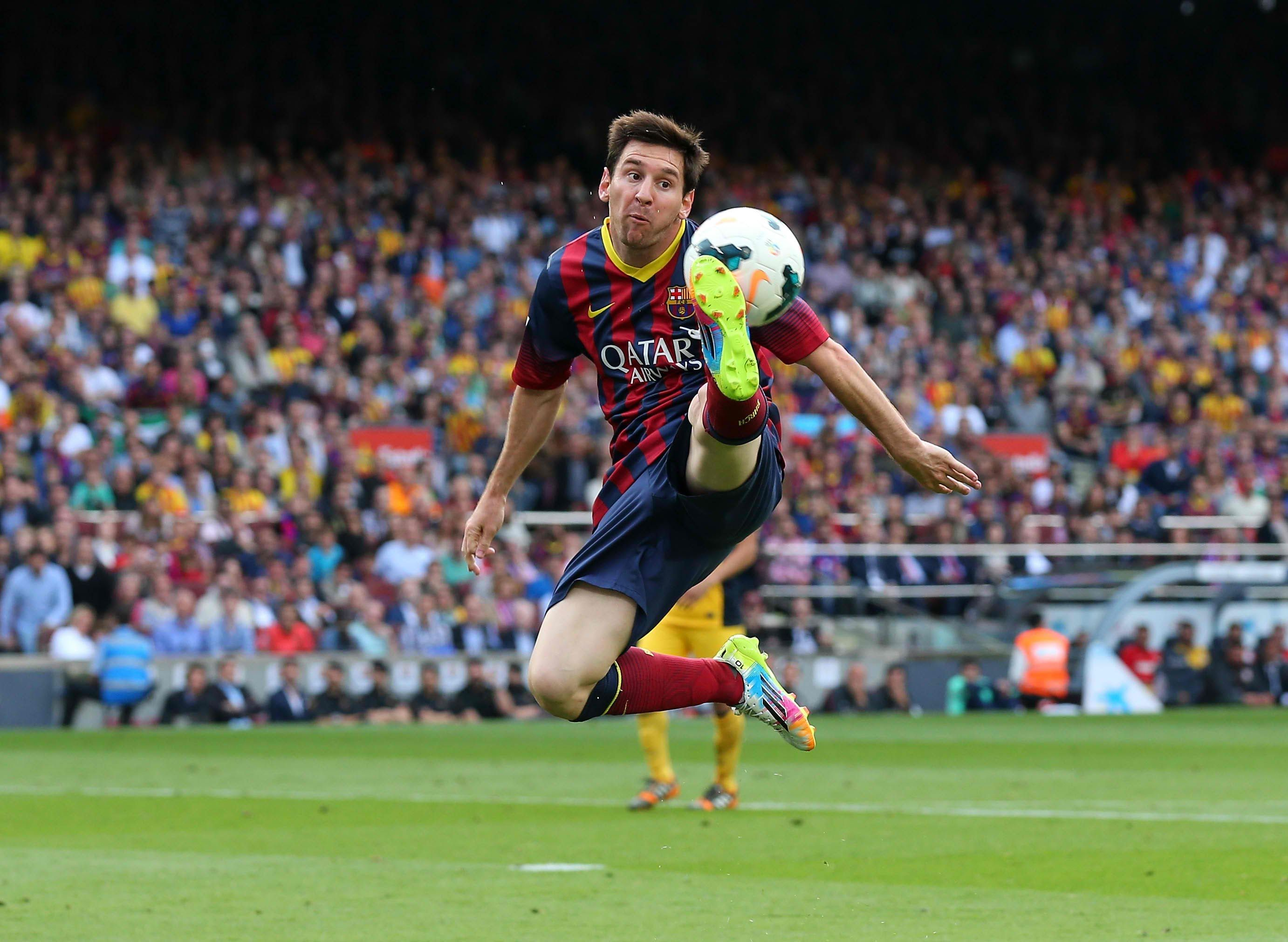 Lionel Messi of FC Barcelona controls the ball during the La Liga match  between FC Barcelona and Club Atletico de Madrid at Camp Nou on May 2014 in  ...