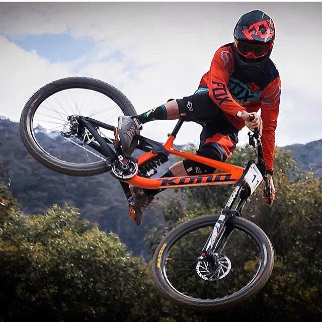 Whip it wednesday with @connorahoyhoy with his kona operator. Nice shot by @samuel_sladeski sick shot mate! #downhilladiction