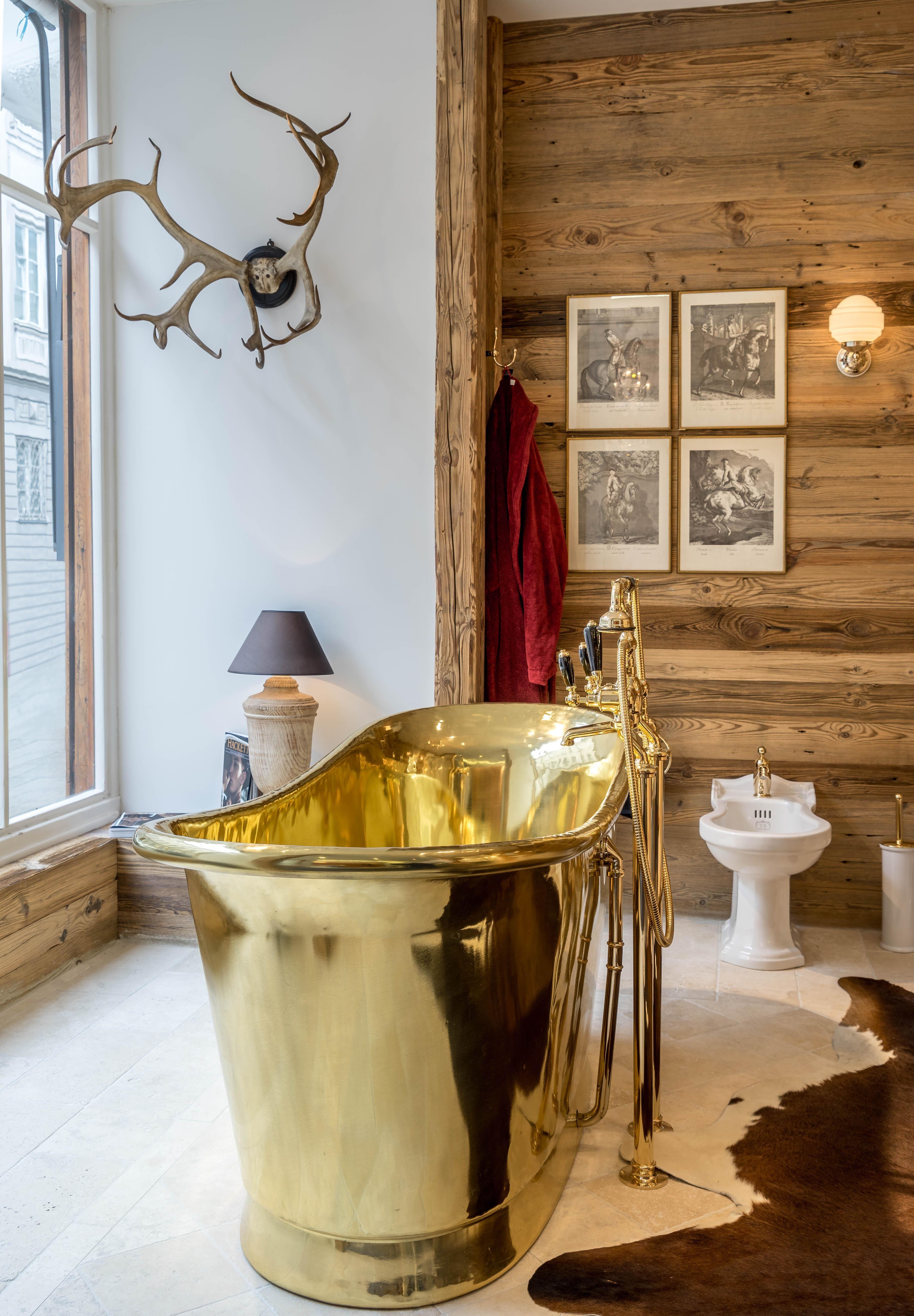 Eine Perfekte Kombination Aus Klassischem Chaletstil Und Einer Typisch Englischen Kupferbadewanne Modell Cuprosa Kupferba Badewanne Wanne Typisch Englisch