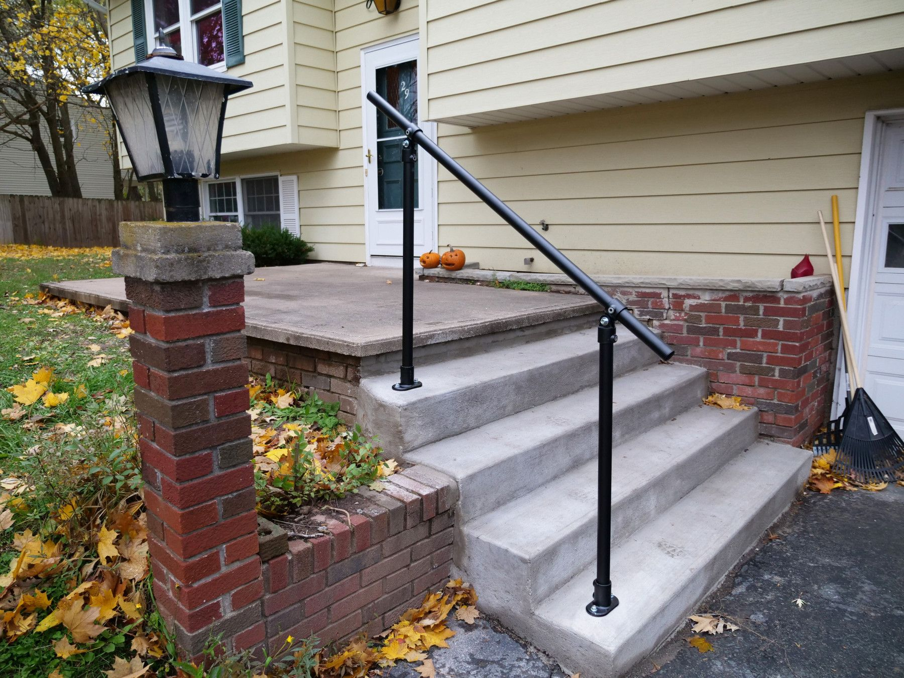 Best Black Surface C50 Easy To Install Exterior Handrail 400 x 300