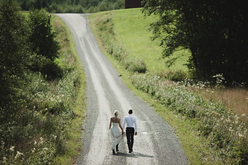 bride and groom, road, trail, outdoor wedding, photo