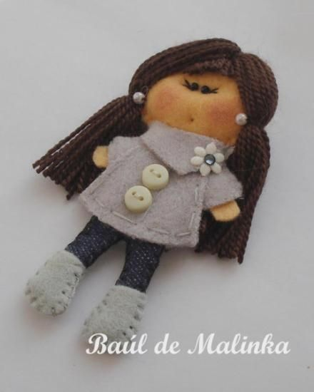Broche mu eca de fieltro matilda spring grey coat fieltro - Broches de fieltro munecas ...