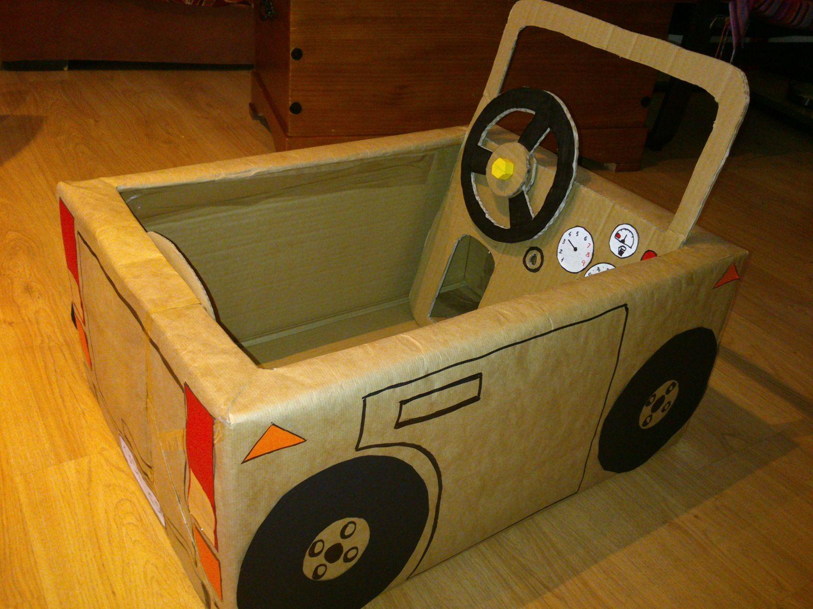 coche de carton reciclado   Juguetes de cartón, Cajas de
