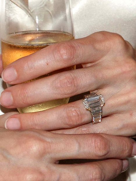 Angelina Jolies Engagement Ring See a BrandNew Closeup Jolie