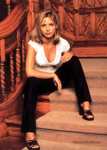 Buffy the Vampire Slayer - Promo shot of Sarah Michelle Gellar