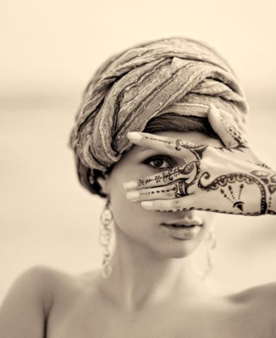 via: http://maisonboheme.blogspot.com/2011/09/today-is-head-scarf-day.html