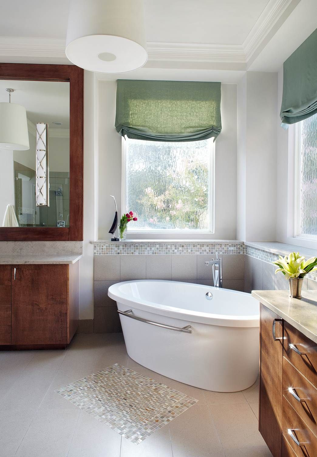 Designed by Denise McGaha Interiors. Photographed by Bill Bolin ...