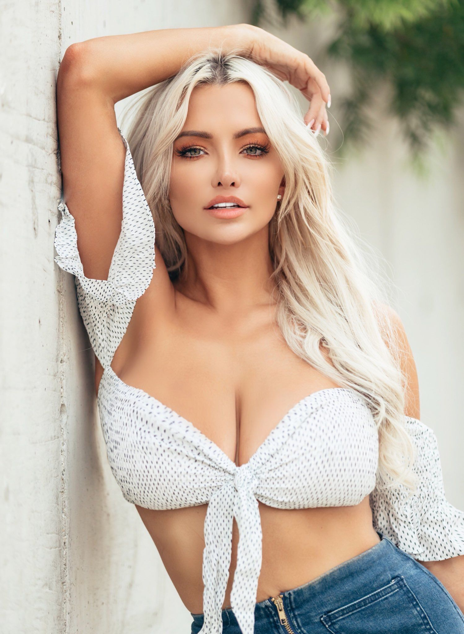 pictures Lindsey Pelas Sexy - 20 Photos Gifs Video