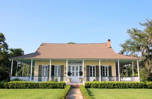 Little flower villa circa 1836 on lakeshore drive in for Old southern style homes