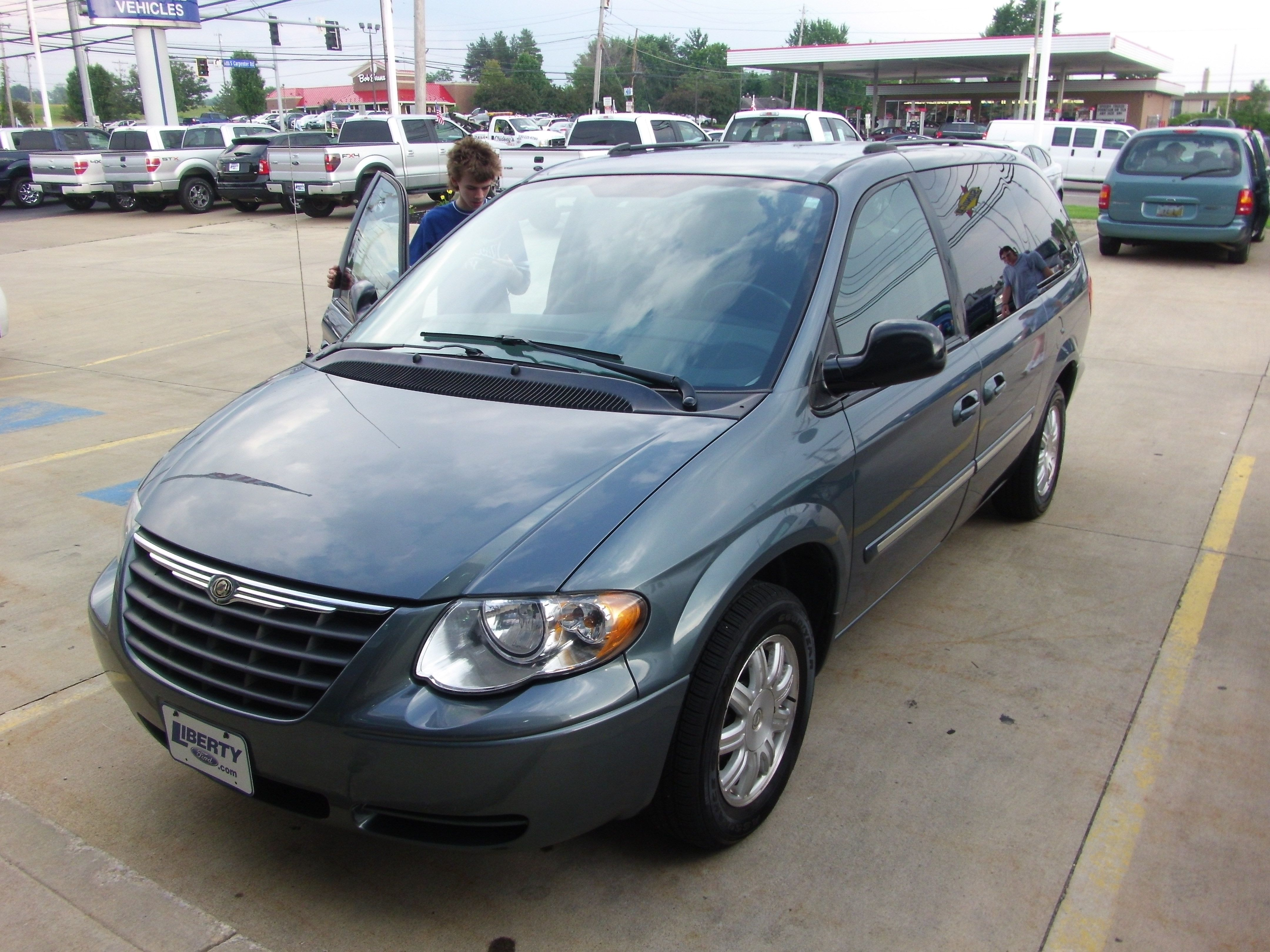 minivan van for pinterest real and wheels town country pin chrysler