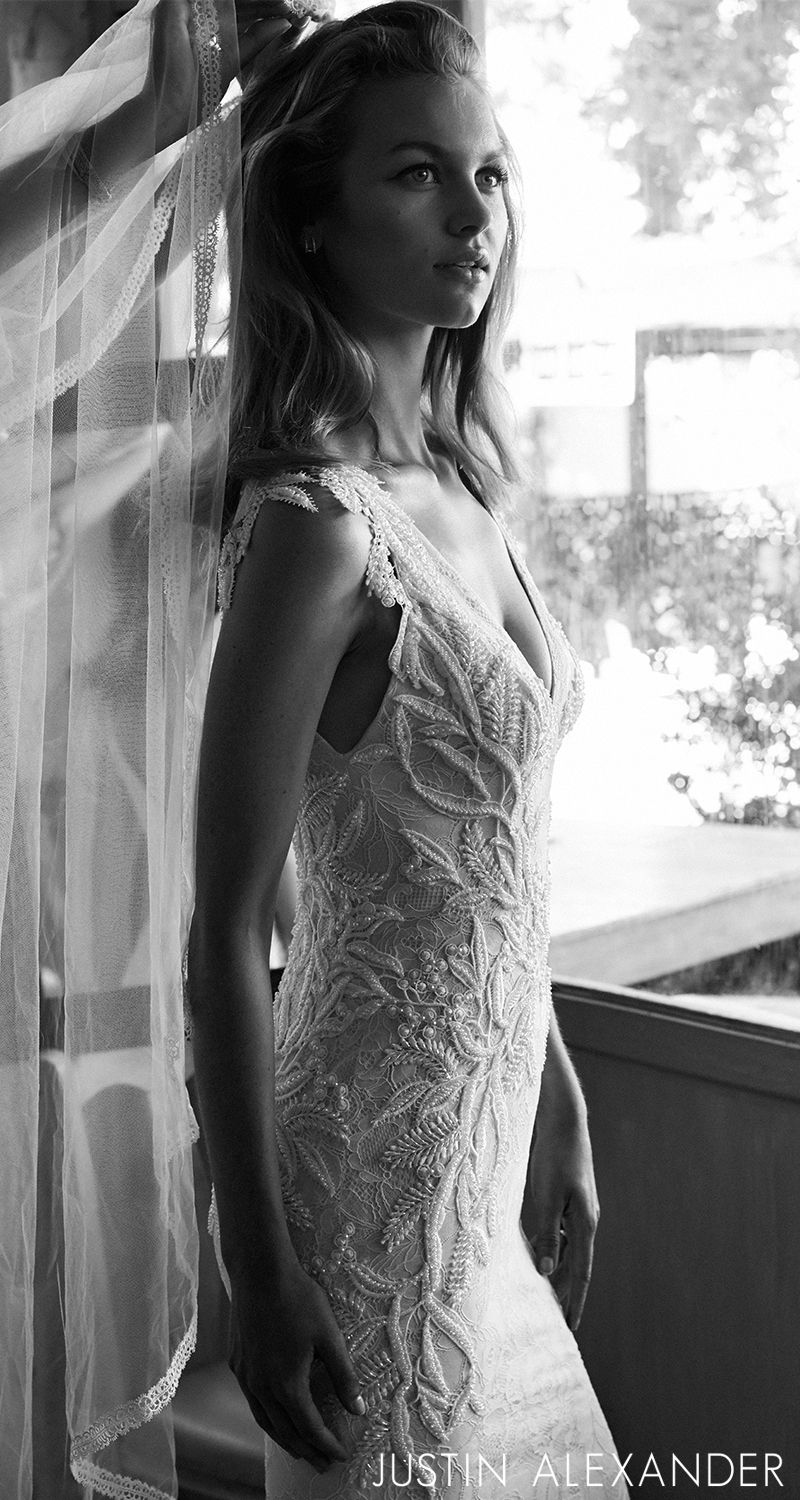Style romantic chantilly lace wedding dress with beaded lace