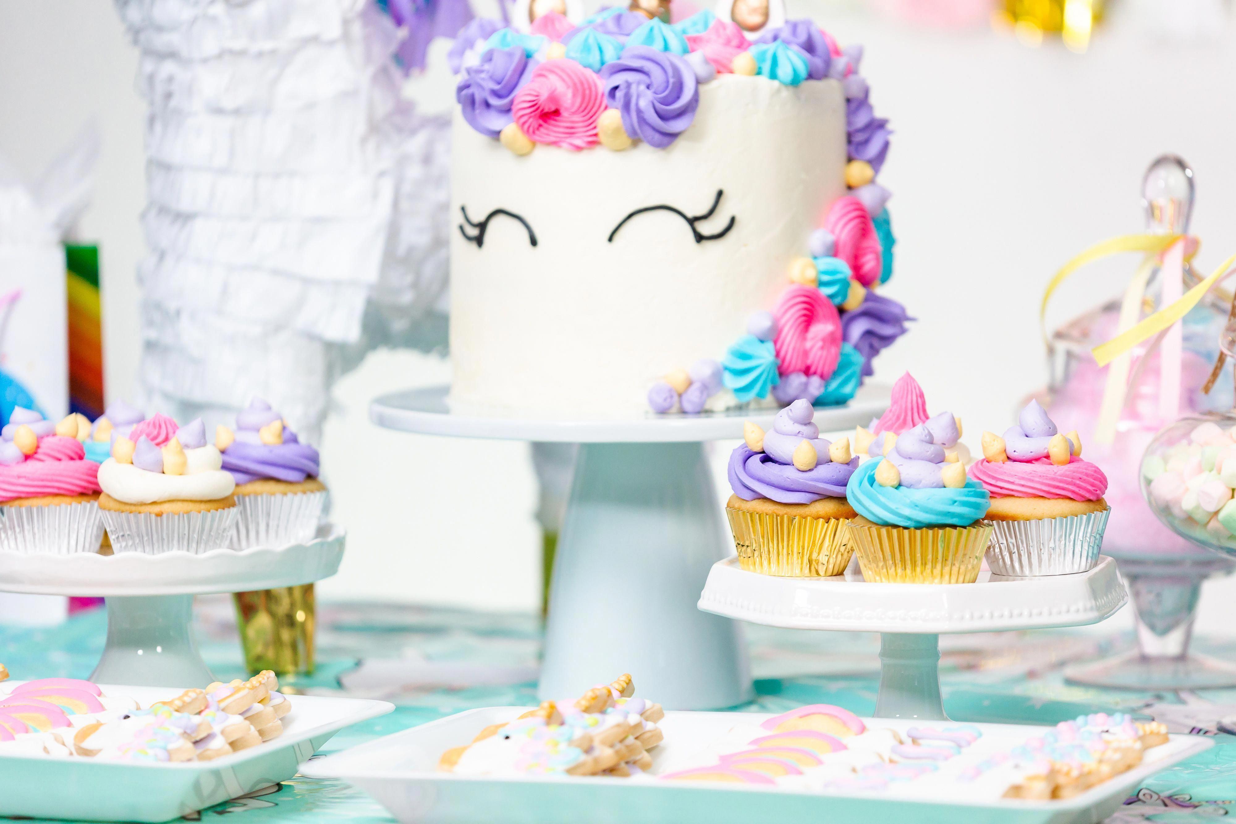 Photo of Einhorn, Einhornkuchen, Einhorn-Geburtstagsfeier, Einhorn-Thema, Mädchengeburts…