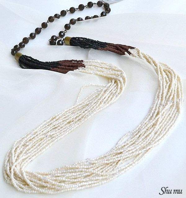 beads necklace|15連のビーズとスモーキークォーツを組み合わせた、エスニック風デザインのネックレス。The necklace of the ethnic-like design which put 15 beads and smoky quartz together.