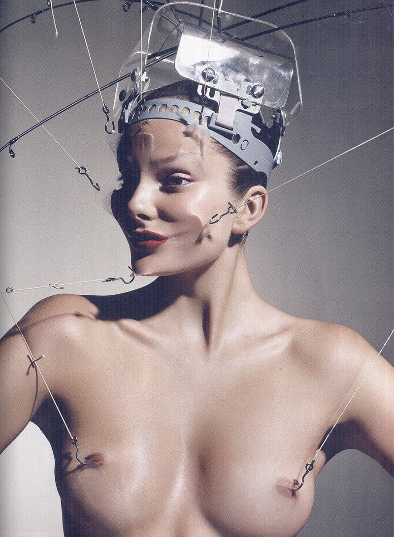 mini-lifting multi-zone; Eniko Mihalik by Mario Sorrenti (Vogue Paris)