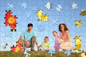 ***¿Cómo hacer un Puzzle con una Foto Familiar?*** Te enseñamos a crear un divertido puzzle familiar usando tus fotos favoritas como base, y adaptándolo al tamaño que quieras. ¡Ideal para los días nublados en casa!..SIGUE LEYENDO EN... http://hogar.comohacerpara.com/n10739/como-hacer-un-puzzle-con-una-foto-familiar.html