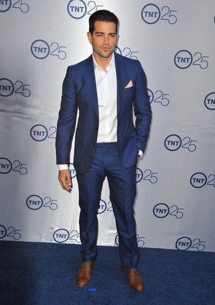 Jesse Metcalfe Men's Suit | Midnight blue, Follow me and Navy blue ...