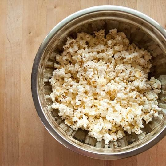 The Best Way to Separate Unpopped Kernels from Popcorn