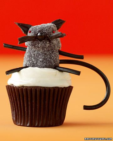 So adorable! Black Cat #cupcakes by Martha Stewart Yummy stuff to - decorating ideas for halloween cupcakes